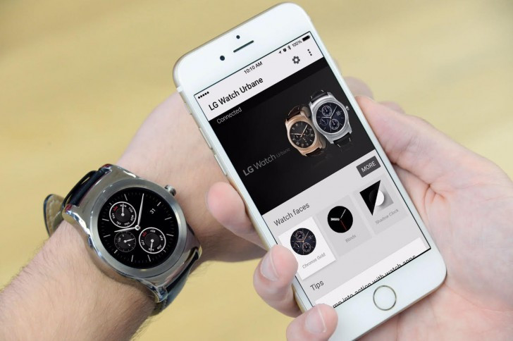 Smartwatch Android Wear Kini Mendukung iPhone