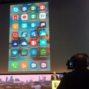 CEO Microsoft Kok Pamer iPhone Pro