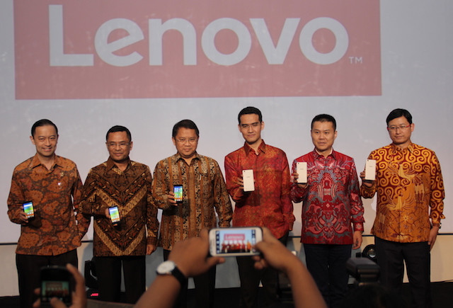 Lenovo A6010 & A2010, Ponsel 4G Murah 'Made In Indonesia'