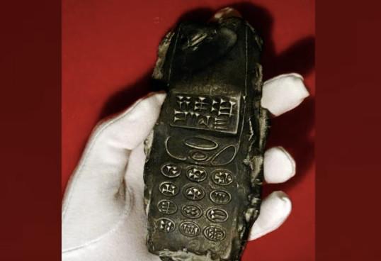 Ditemukan, Artefak Ponsel Milik Alien Mirip Nokia