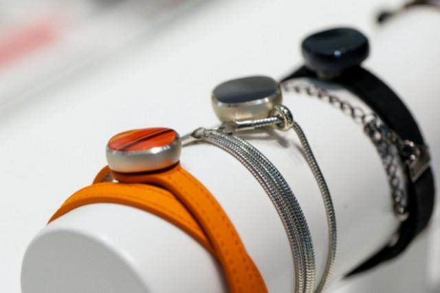 Tidak Tertarik Dengan Gear S2? Samsung Charm Mungkin Lebih Menarik Bagi Kaum Hawa