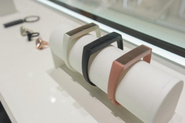 Tidak Tertarik Dengan Gear S2 Samsung Charm Mungkin Lebih Menarik Bagi Kaum Hawa 2