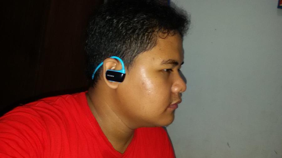Sony NWZ-W273S Mirip headset bluetooth