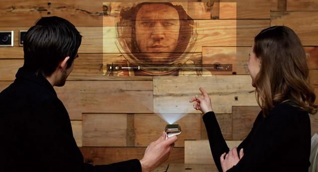 Di China Ternyata Sudah Ada Smartwatch Dengan Proyektor Laser, Pertama di Dunia