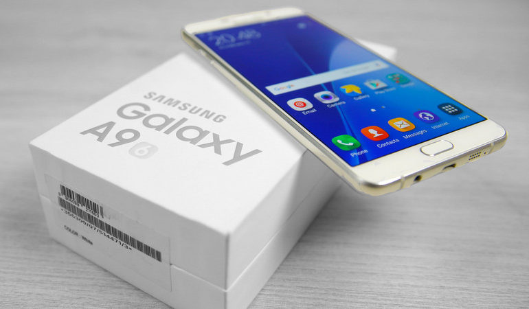 Selain A3 & A5, Samsung Galaxy A9 (2017) Juga Turut Dikerjakan