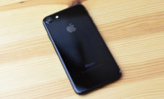 Logo Apple di iPhone 7 Jet Black Gampang Pudar
