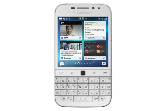 Blackberry Classic warna putih