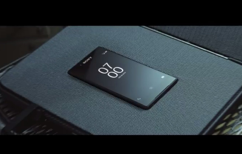 Ini Iklan Sony Xperia Z5 Bersama Miss Moneypenny di Film James Bond, Spectre