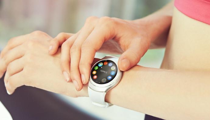Samsung Gear S2 di Tiongkok Laris Manis Bak Kacang Goreng