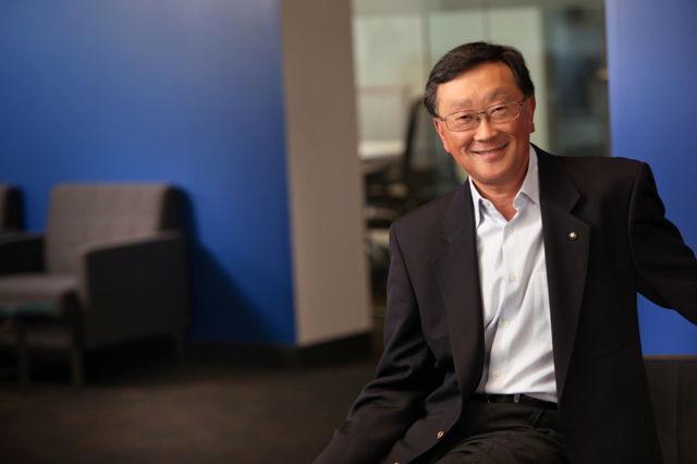 John Chen Isyaratkan Blackberry Passport Versi Android Dalam Antrian