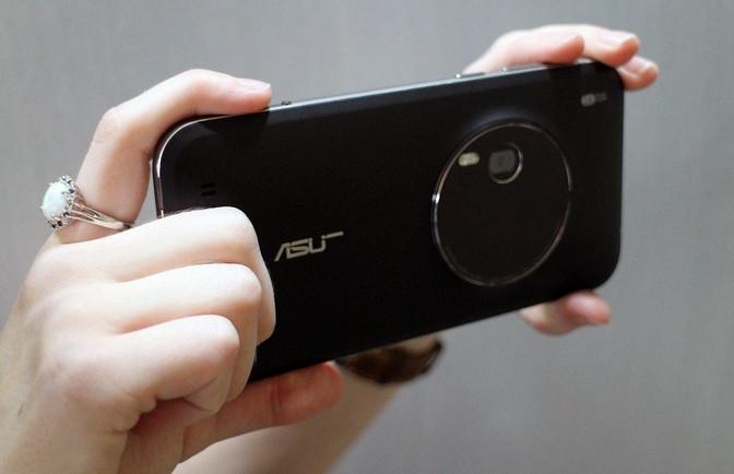 Ini Alasan Asus Zenfone Zoom Belum Dipasarkan di Indonesia