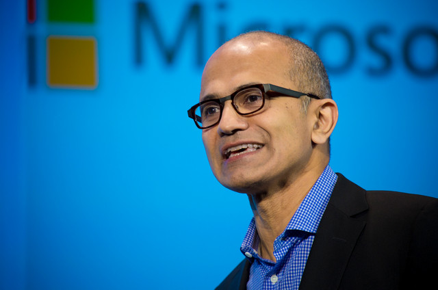 CEO Microsoft Kok Pamer iPhone Pro?