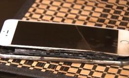 iPhone 6 Plus Bikin Pria Ini Perihatkan Celana Dalamnya di Depan Umum
