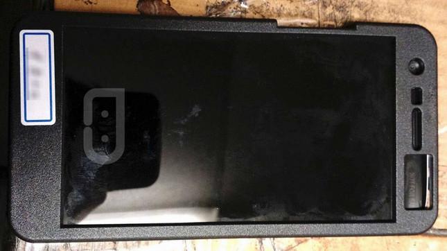 "LG G5 ""Mengintip"" Dibalik Case"