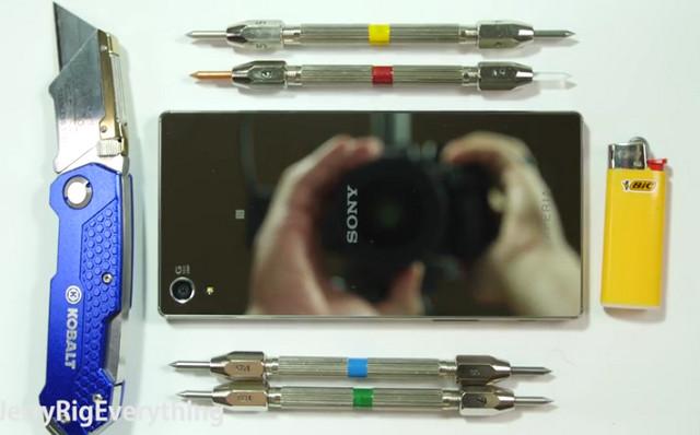 Melihat Langsung Penyiksaan Sony Xperia Z5 Premium