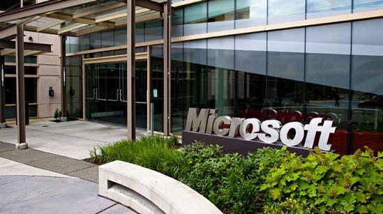 Microsoft Rayu Yahoo Agar Menjual Bisnis Internetnya