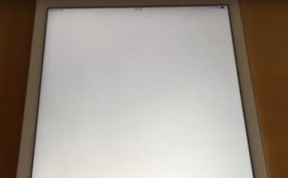 "iOS 9.3.2 Akan Fokus Memperbaiki Bug ""White Screen"" di Game Center"