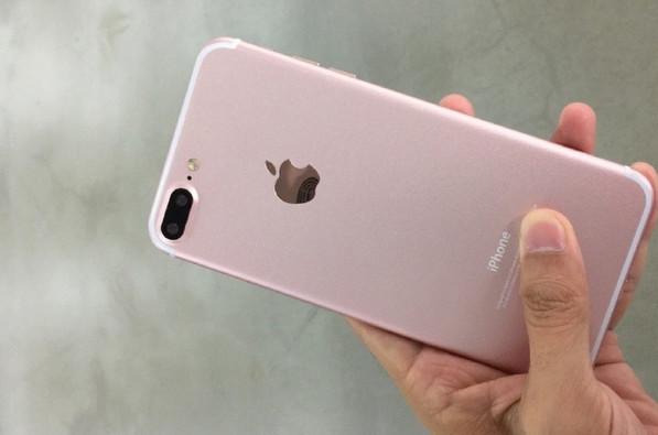 Ini Dia 'Senyum Manis' iPhone 7 Plus Rose Gold di Depan Kamera