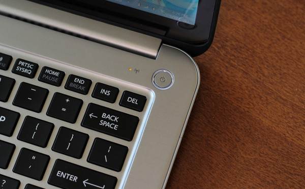 MacBook Pro 2016 Integrasikan Touch ID di Tombol Daya?