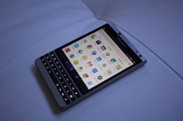 Blackberry Passport Ber-OS Android Akhirnya Bisa Dibeli