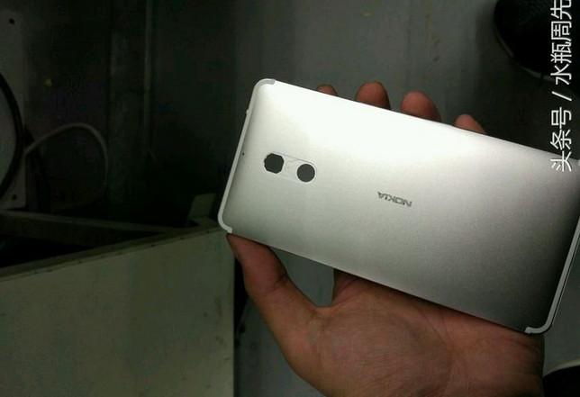 munculnya-tampang-nyata-smartphone-nokia-berbodi-logam-5