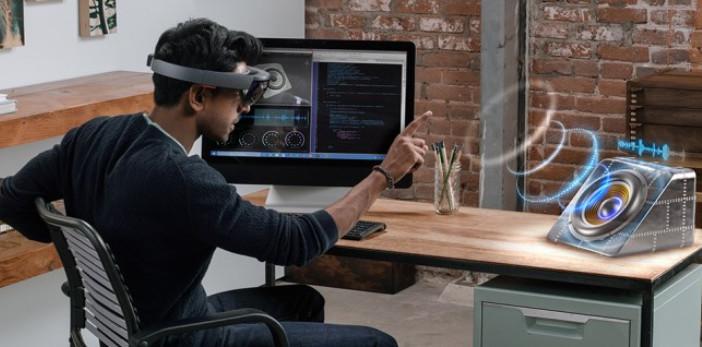 Microsoft Rilis Versi Baru HoloLens Tahun 2019